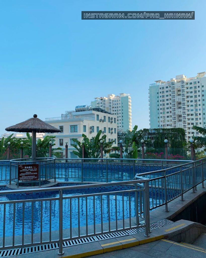 бассейн отеля barry